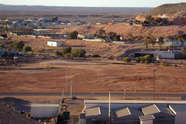 1. Вряд ли многие знают, что в южной Австралии есть необычный городок Кубер Педи, который изначально