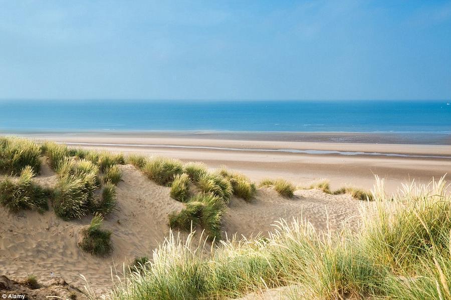 1. Великолепный вид на пляж Бэнтем-Бич в графстве Девон. 2. Пляж Константин-Бей в графстве Корнуолл
