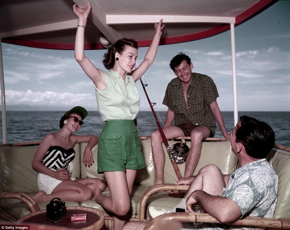Раньше отдых в городе был доступен только состоятельным туристам, валявшимся на пляже и фривольно ра