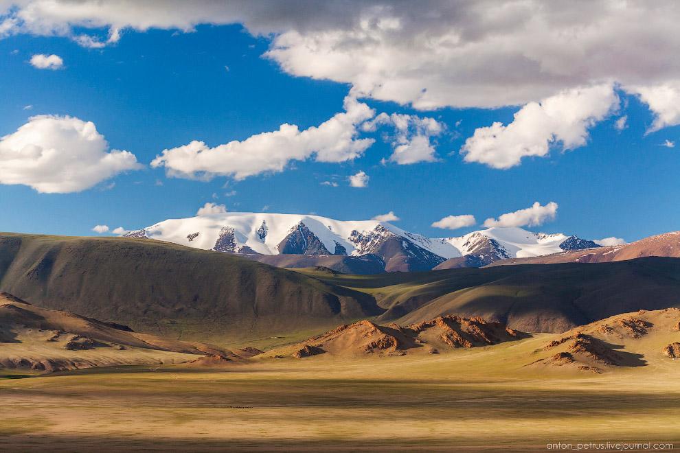 4. Типичная монгольская дорога. При чем это хайвэй, отмеченный на карте. Практически автострада)