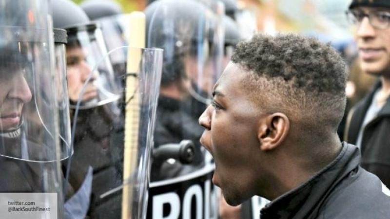Противников и приверженцев Трампа милиция разгоняла слезоточивым газом