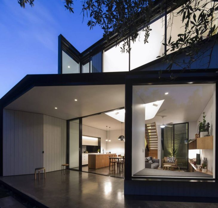 Christopher Polly designed this contemporary single family house located in Petersham, Australia in
