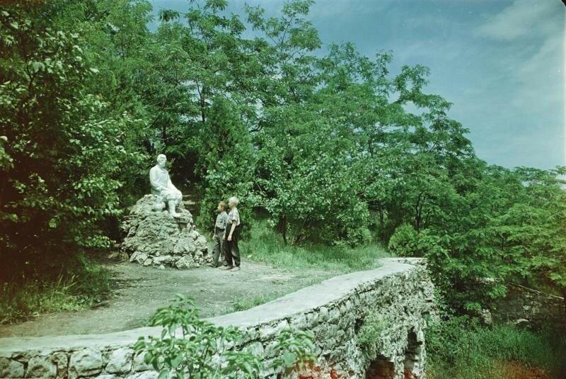 Есентуки. «Мужичок» - памятник основателям города. Шагин.jpg