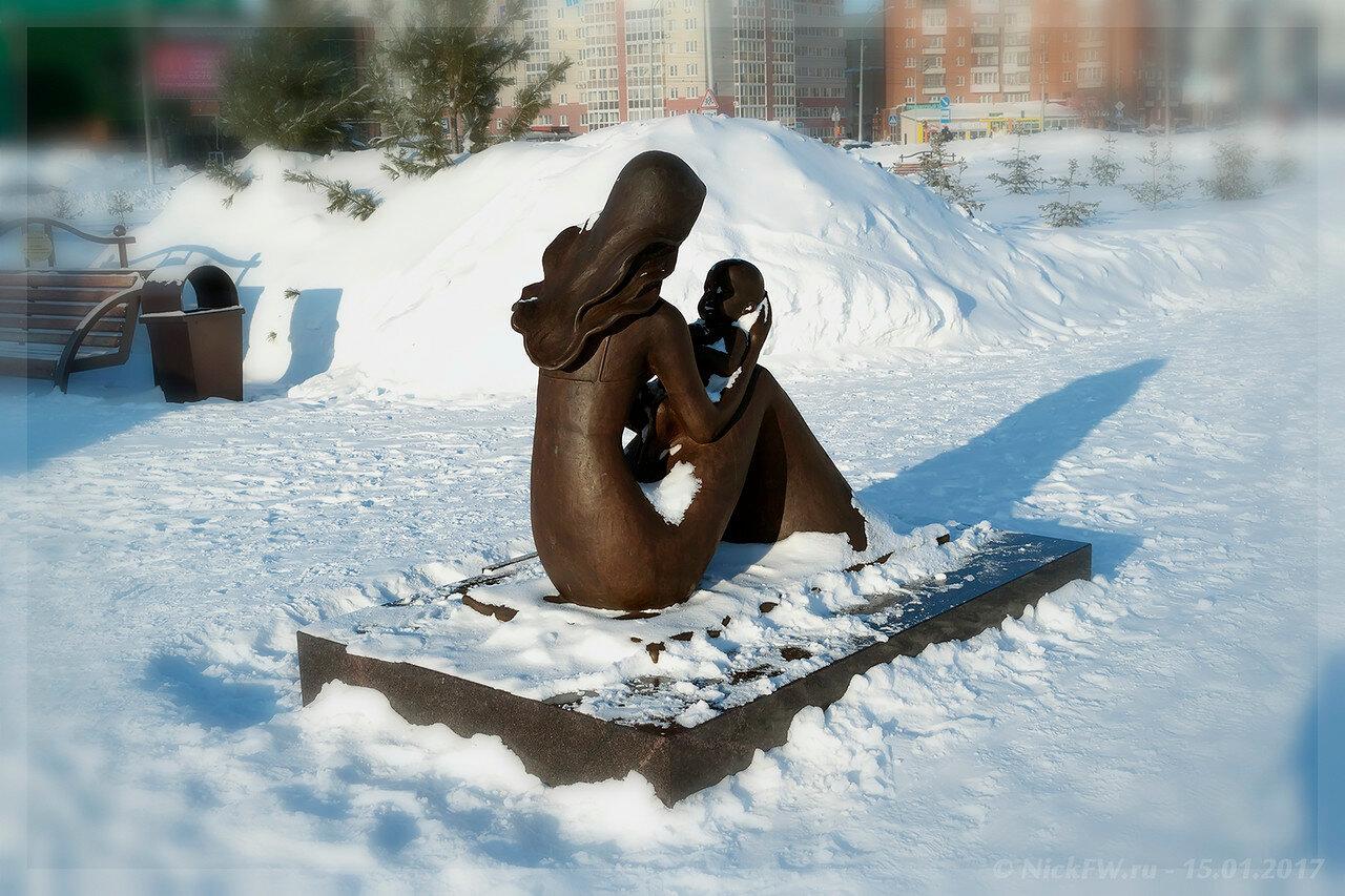 Кемерово: Скульптурная композиция Мать и дитя