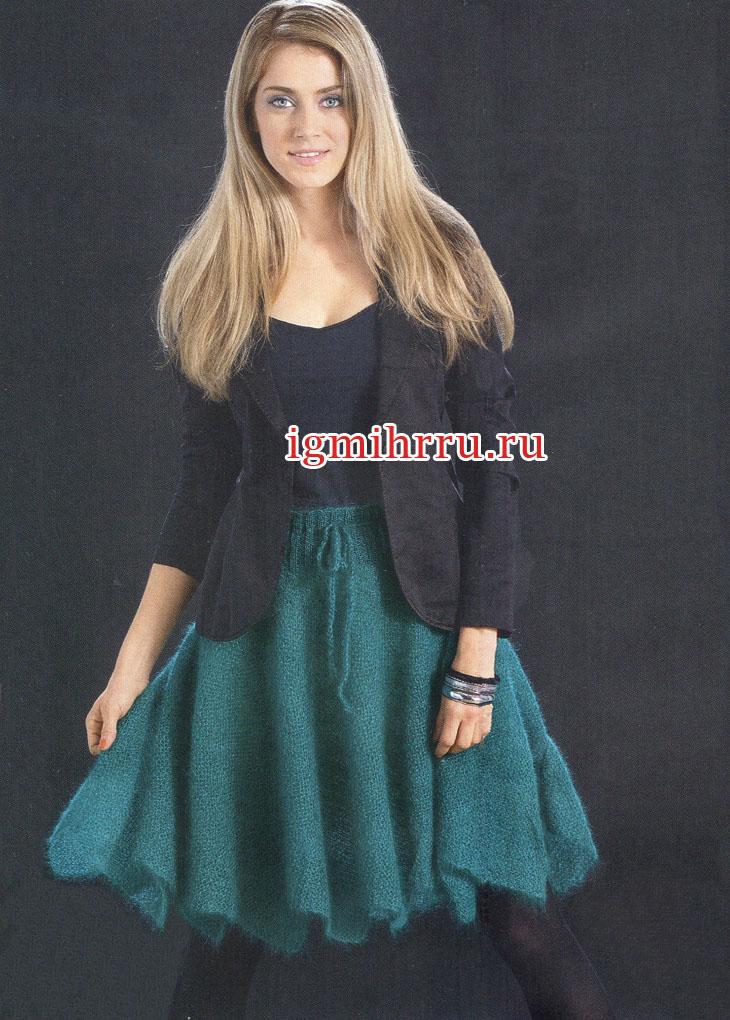 Изумрудная мохеровая юбка струящейся формы. Вязание спицами