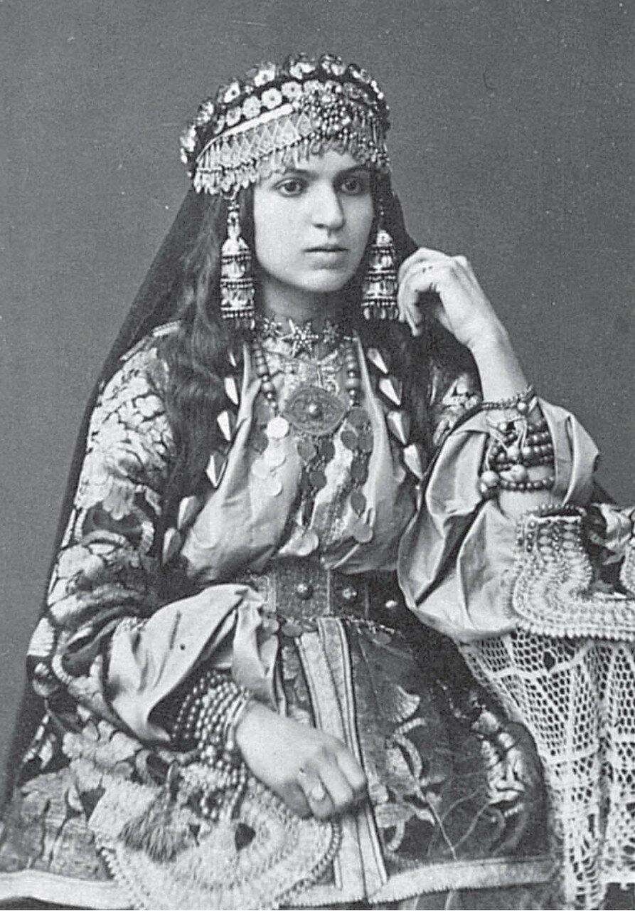 Армянка из Шемахи в нарядном традиционном костюме
