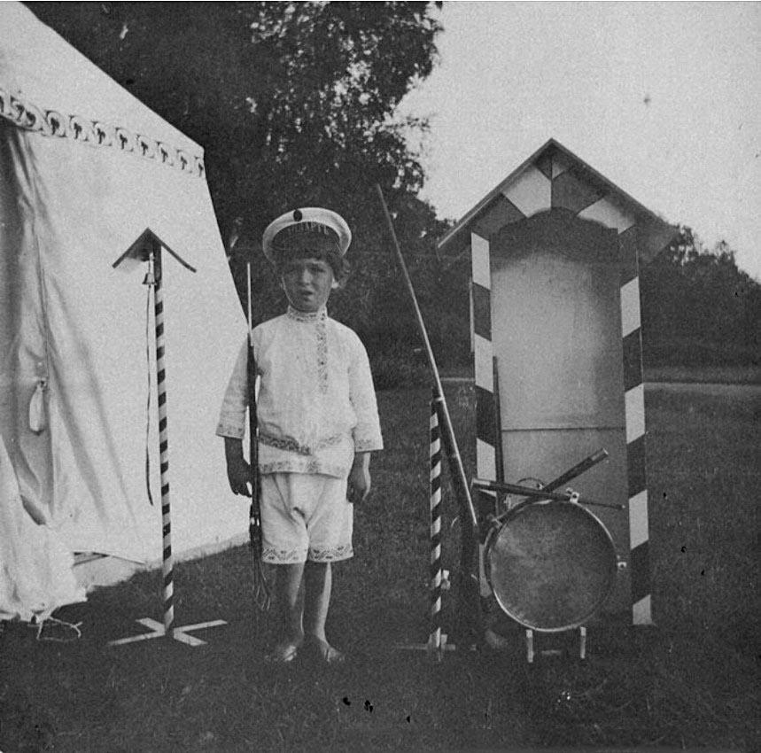 1908. Цесаревич Алексей в Нижней даче