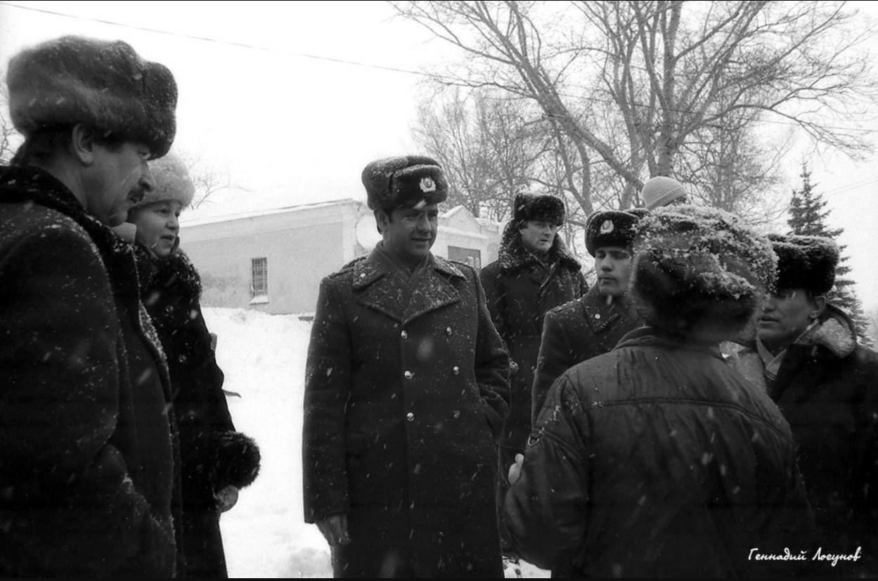 На пл. Ленина гласно и негласно в целях обеспечения охраны общественного порядка добросовестно несли службу сотрудники милиции