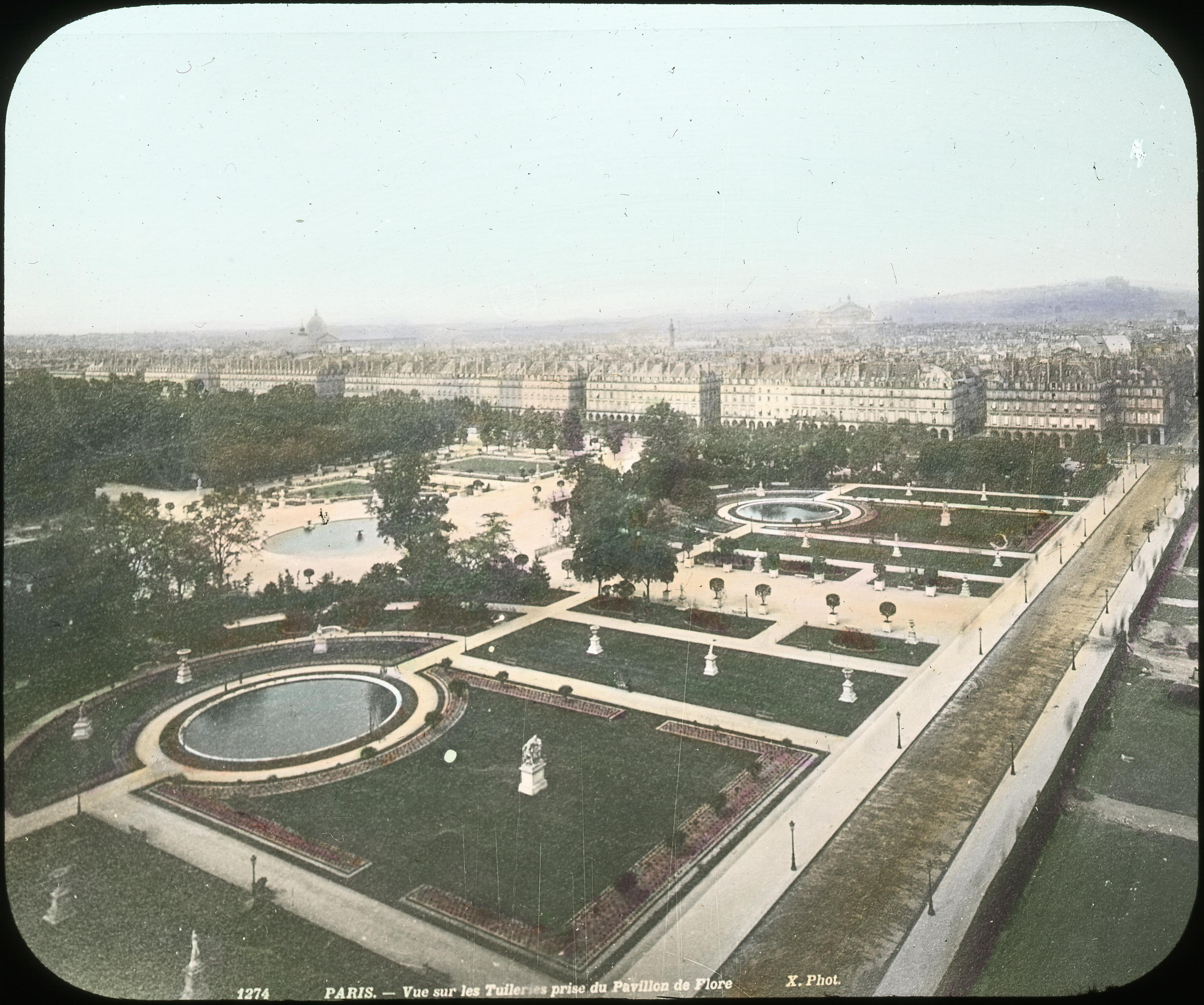 Вид сада Тюильри из павильона Флоры