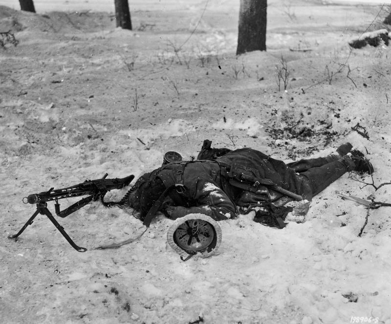 fallen_german_soldier_with_mg_42_tittingen_germany_4594id.82un69rg3logs4o4gosgo0cs8.ejcuplo1l0oo0sk8c40s8osc4.th.jpeg