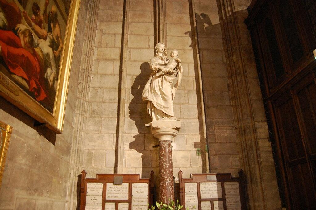 Vacations-in-Paris-Notre-Dame-de-Paris-Statue-of-Virgin-and-Child.jpg