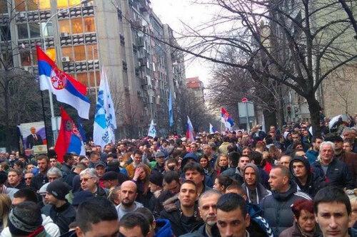 В Белграде прошли митинги против сближения Сербии с НАТО