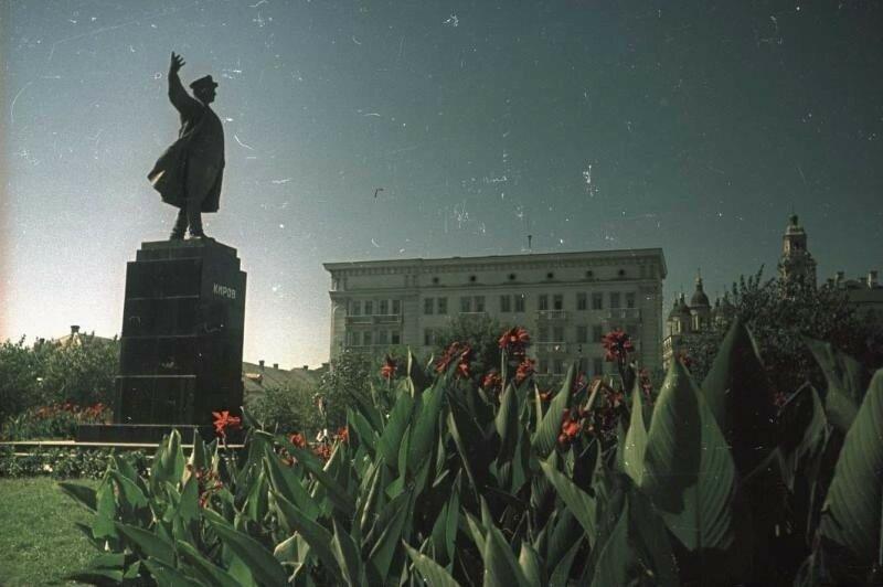 1949 Астрахань. Памятник Сергею Кирову. Владислав Микоша.jpg