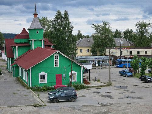 Площадь у вокзала Медвежьегорска