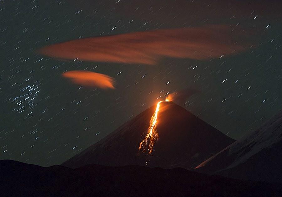 3. «Первые два дня из-за плохой погоды к вулкану было не подобраться, и только через 5 дней вул