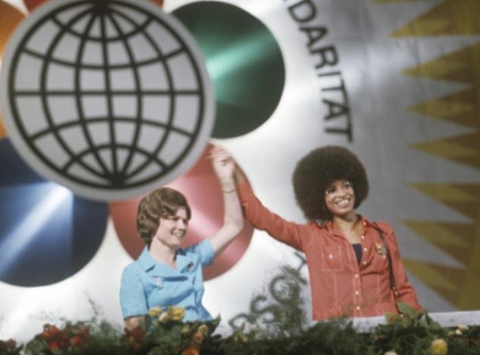 Валентина Терешкова и Анджела Дэвис на митинге солидарности с народами всех стран в Берлине, 1973