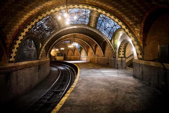 © imgur  Станция «Сити-холл» нью-йоркского метрополитена проработала с1904 по1945гг. Станци