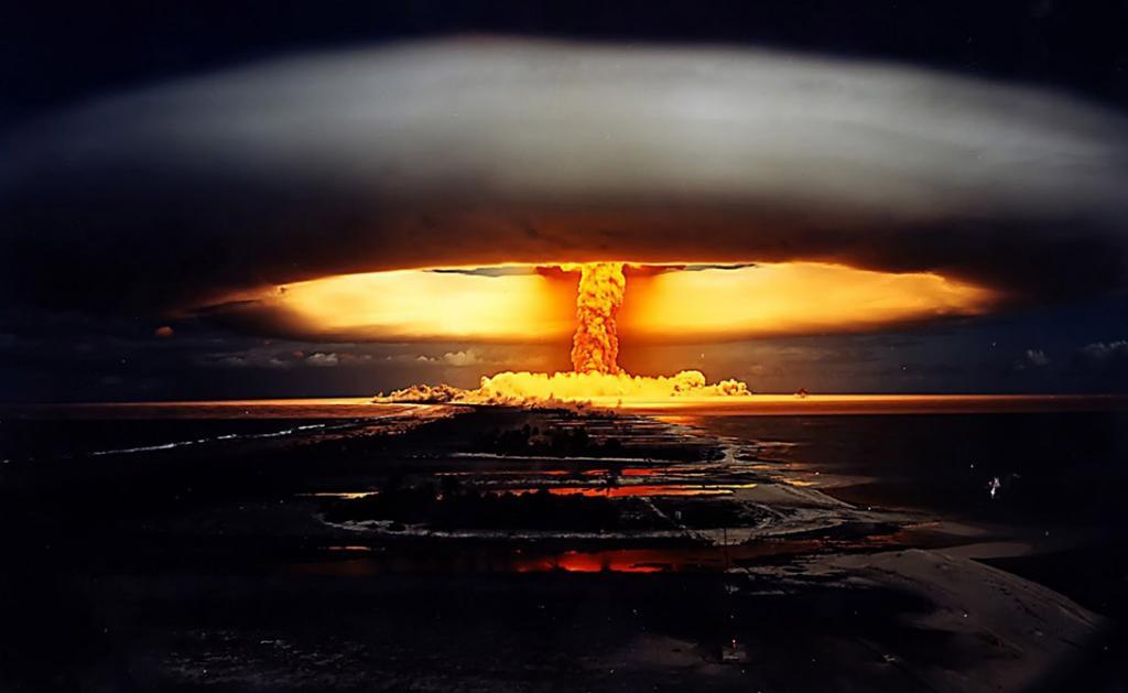 Водородная бомба всего в 20 мегатонн (размеры самой большой испытанной на данный момент бомбы — 58 м