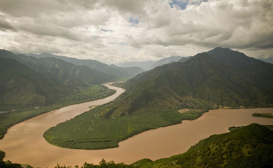 Енисей — 5 539 километров Енисей течет на север от Монголии до Енисейского залива и, након