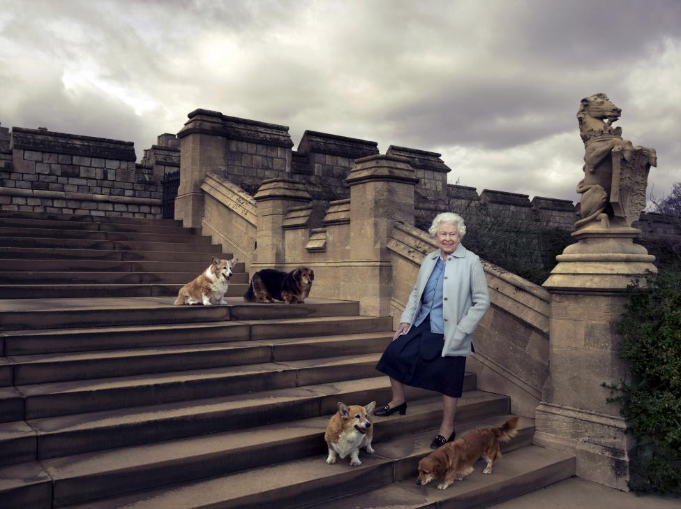Королева Великобритании Елизавета II отметила 90-летний юбилей (14 фото)