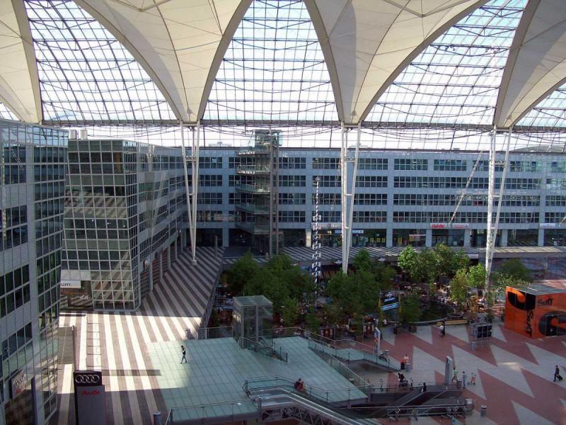 Годовой пассажиропоток: 38,7 млн человек. 2-е место — Международный аэропорт Инчхон, Южная Корея