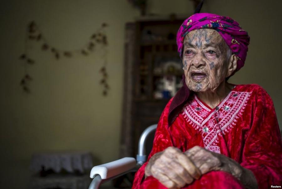 5. Фатма Тарнок, 106 лет Женщина вспоминает, что когда ей было 10 лет, она решила следовать моде и н