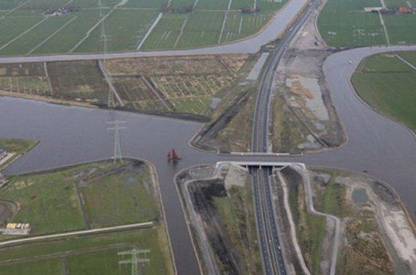 4. Акведук Лангдил Этот акведук напоминает затопленное поле, пересекающее магистраль N13. Ранее соор