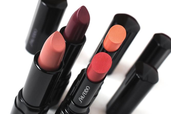 Также Shiseido предлагает большой выбор средств для специального ухода, которые предназначены для це