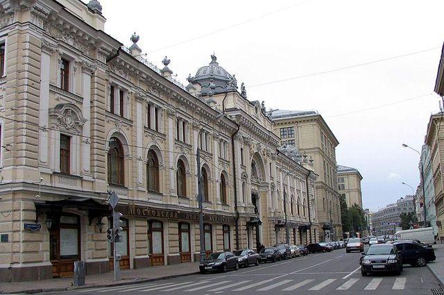 Систорического здания наБольшой Пушкарской сбили женский горельеф
