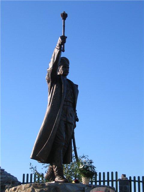 ПАМЯТНИК КРАСНОВУ - Ростовская область, станица Еланская.jpg