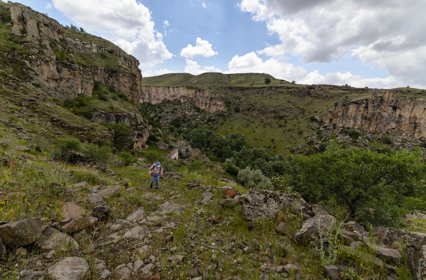Фотография 10. Восхождение на смотровую площадку в Ihlara Valley недалеко от церкви Карагедик. Турция. Думаете, путевка позволит вам посмотреть такие красивые места? 1/250, -2.0, 8.0, 100, 14.