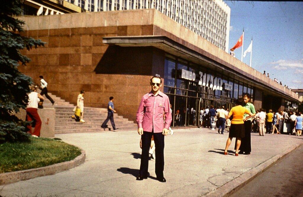 230360 Кинотеатр Зарядье сер. 70-х.jpg