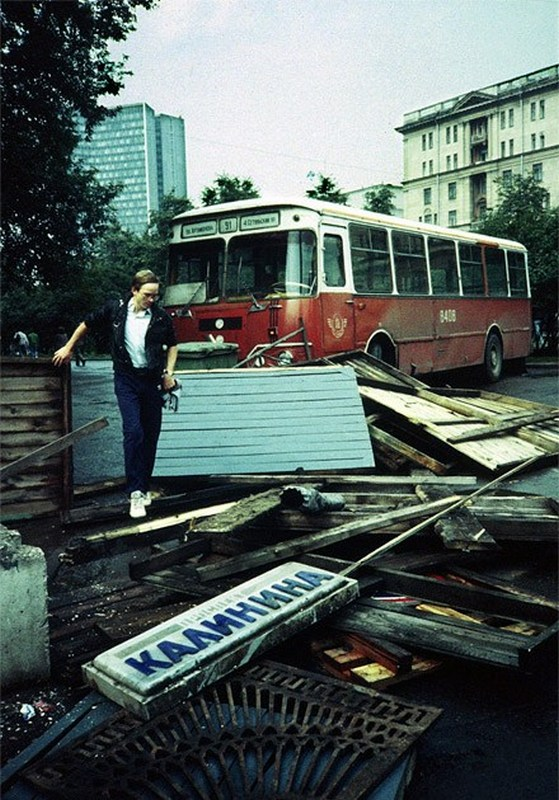 23592 Проспект Калинина в дни августовского путча 1991 года.jpg