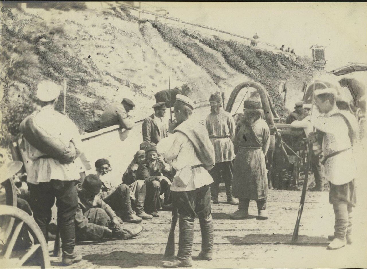Солдаты и переселенцы