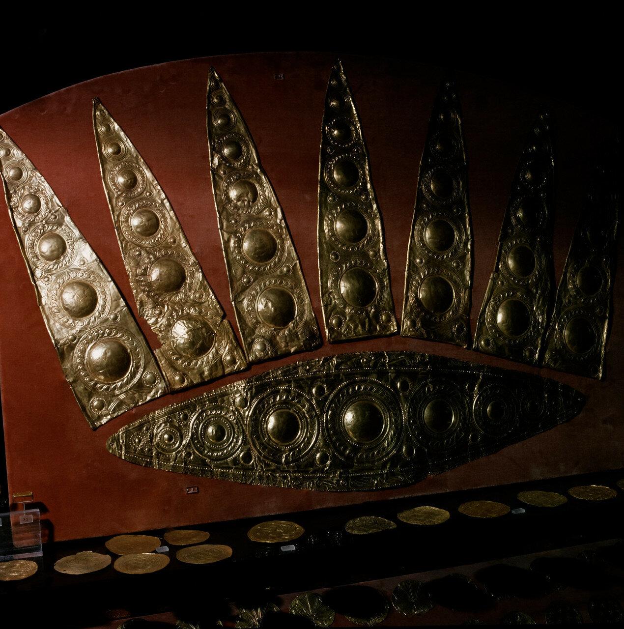 Золотая диадема из могилы III в Микенах. 1600--1450 гг. до н.э.