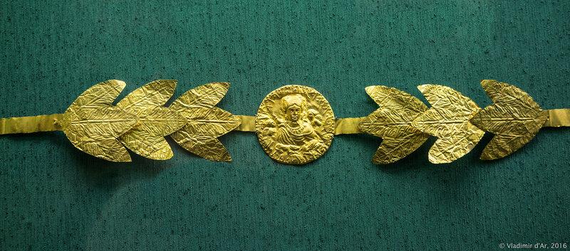Диадема погребальная с медальоном