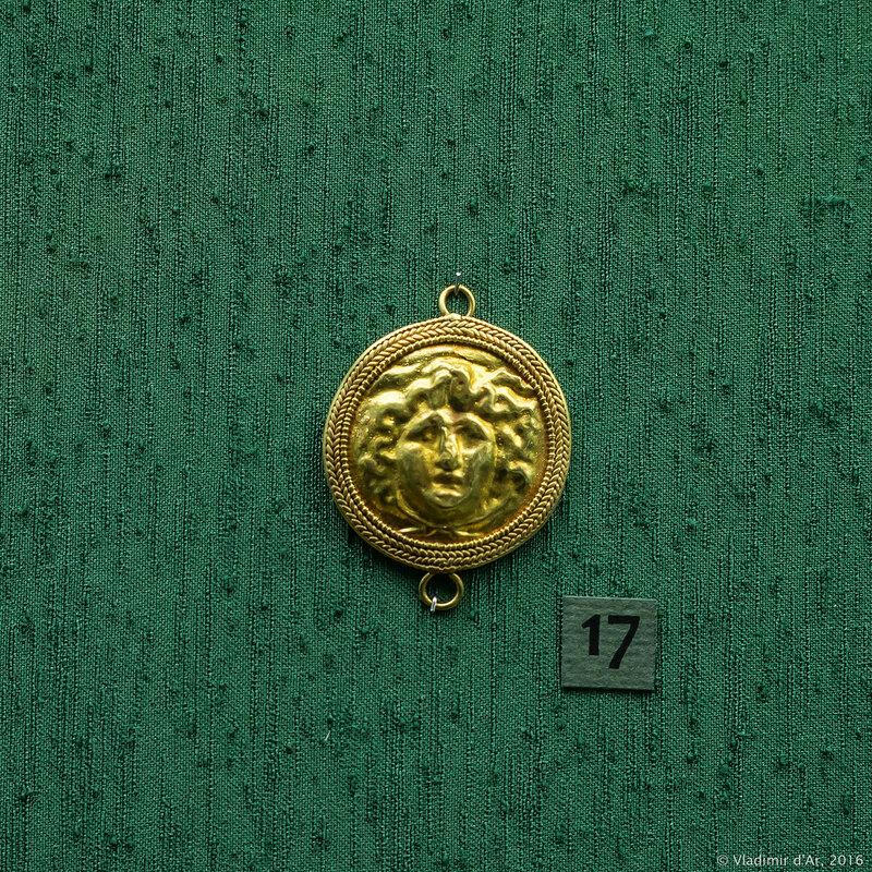 Застежка ожерелья с изображением головы Медузы. I в. н.э. Керчь.