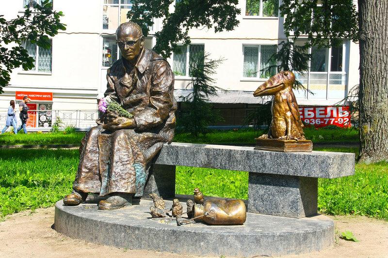 скульптура «Красная ворона» Ораниенбаум