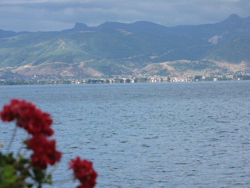 Берег Охридского озера