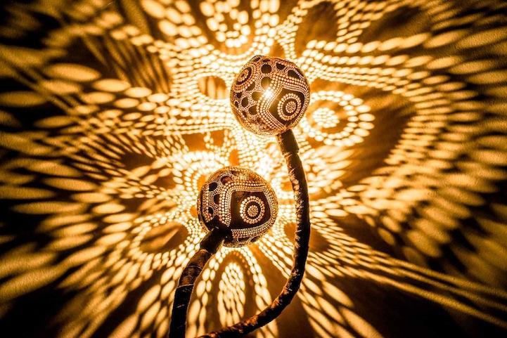 Великолепные узорные лампы из кокосов (10 фото)