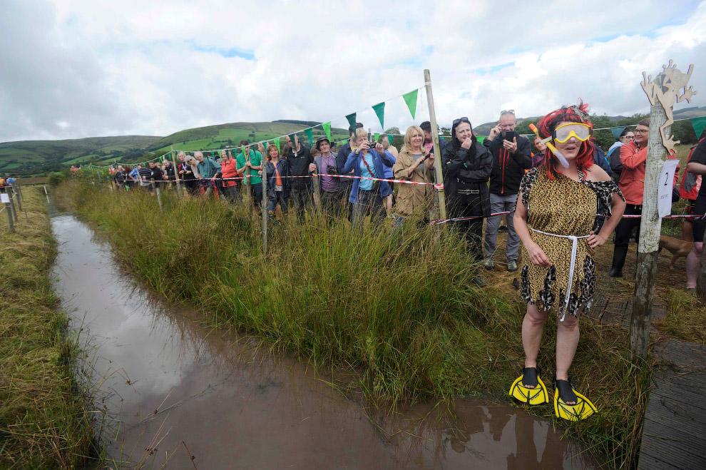 Чемпионат мира по болотному снорклингу, Уэльс, 28 августа 2016. (Фото Rebecca Naden | Reuters):