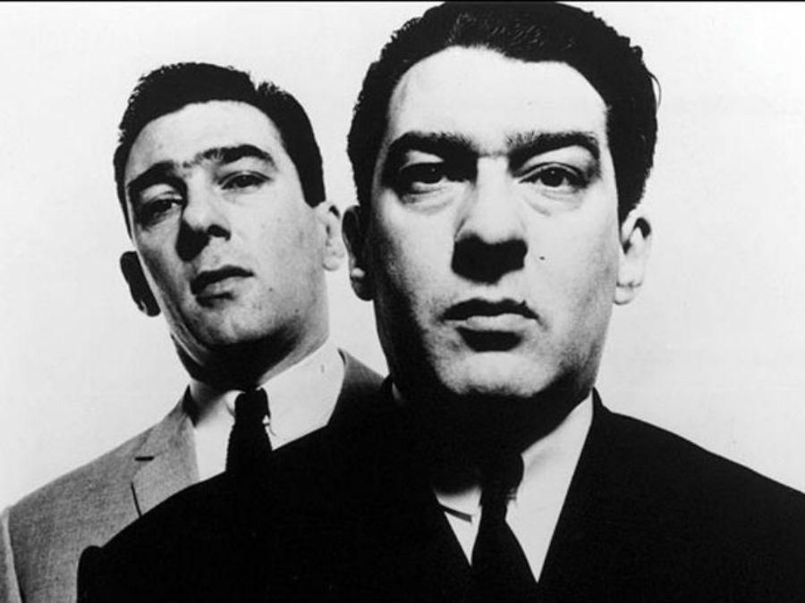 Реджи и Ронни Крэй — близнецы и преступники, контролировавшие большую часть организованной преступно