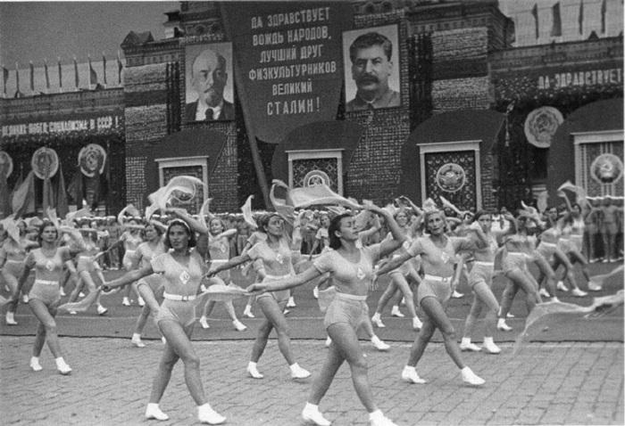 17. Физкультпарад Москва, 1938 год. Фотограф Э. Евзерихина.