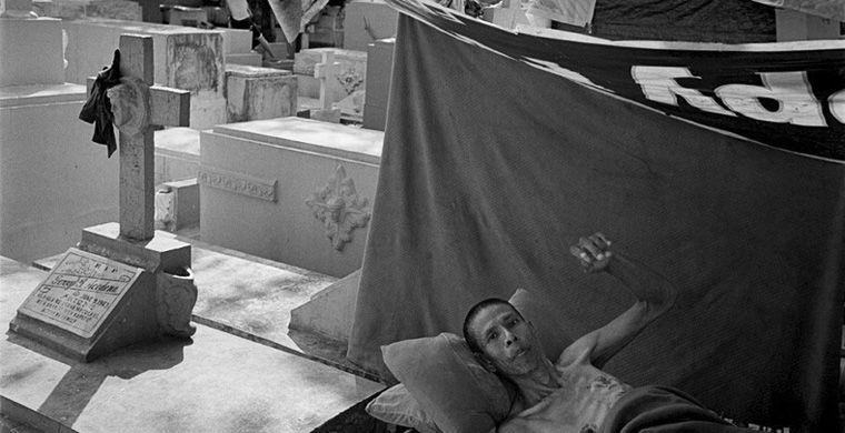 9. Они живут на кладбищах В поисках дешевого ночлега, филиппинские бедняки нередко селятся вдоль тра
