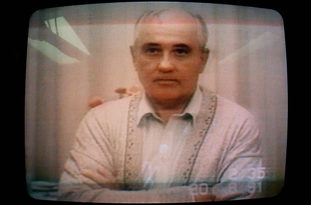 7. Выступление президента СССР Михаила Горбачева 20 августа 1991 года по телевидению. В нем он сообщ