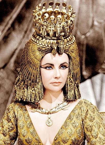 При всей своей специфической внешности ночь с царицей хотели провести многие мужчины – она была