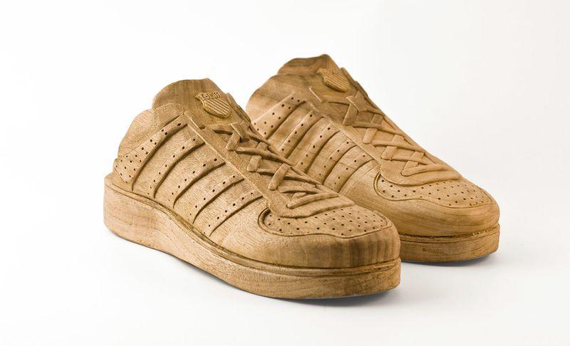 10. В мире существует всего 25 уникальных деревянных кроссовок, разработанных французским дизайнером