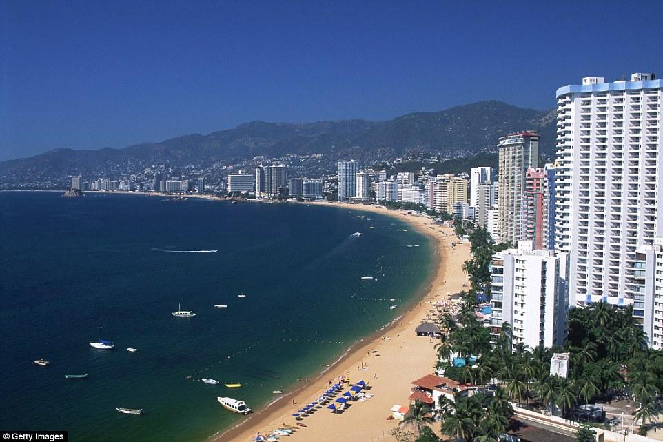 Современный город мало похож на свою старую версию: цепь высотных отелей вдоль побережья изменила об