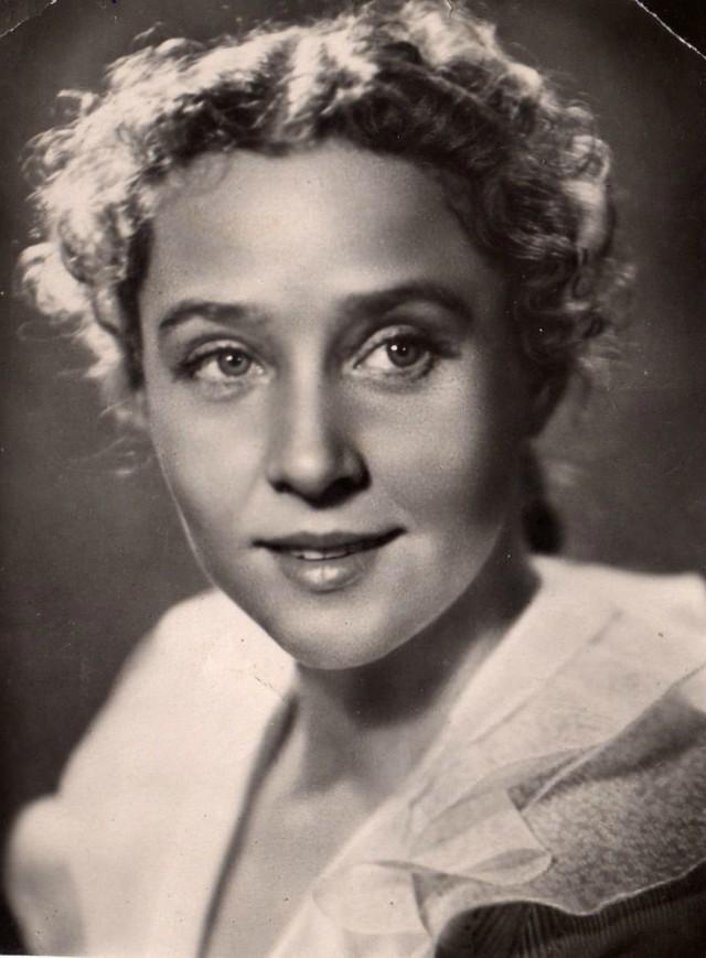 Руфина Нифонтова Советская и российская актриса театра и кино.