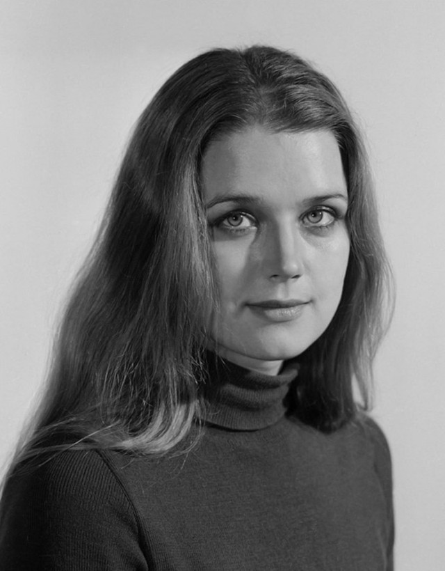 Ирина Алфёрова Талантливая актриса, красивая женщина с обаятельной улыбкой и лучистыми глазами, Ирин